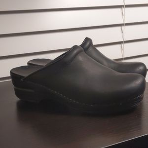 Dansko women's Sonja black oiled clog 38